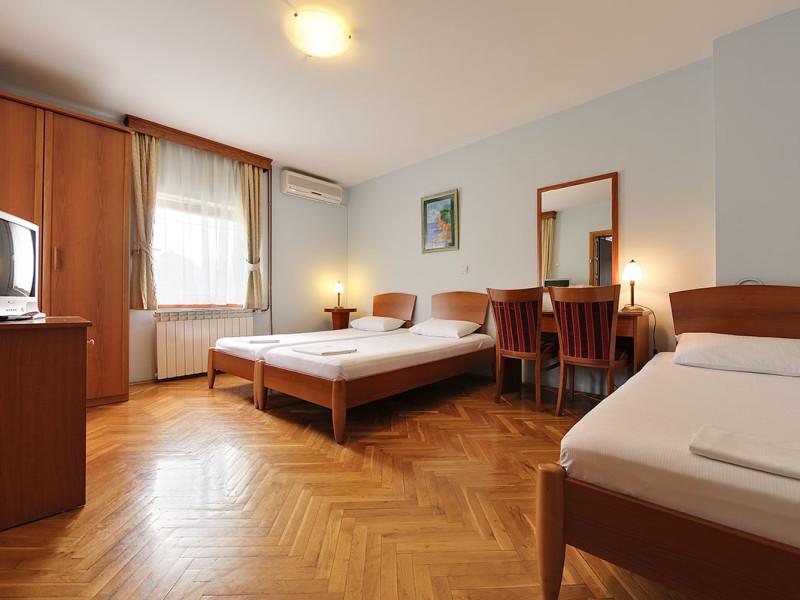 hotel-sucevic-standard-trokrevetna-029